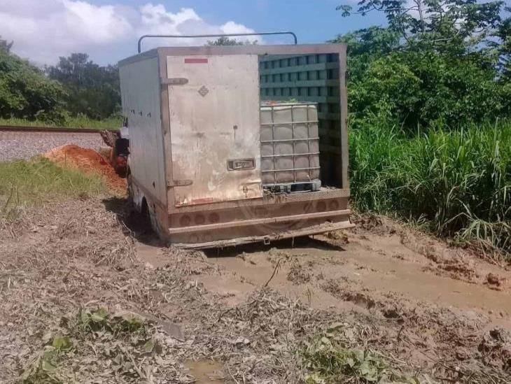 Sellan toma clandestina y aseguran huachicol en Texistepec