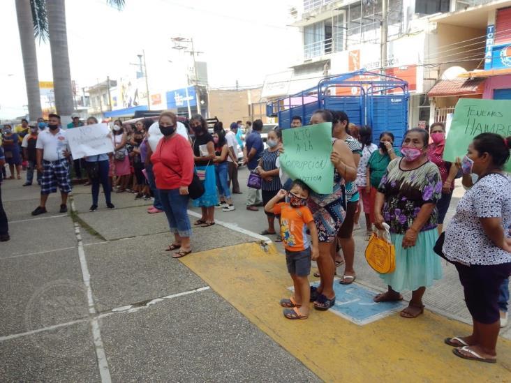 Protestan contra DIF municipal, por falta de apoyo en Capoacán