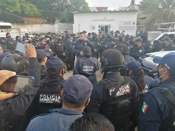 Policías de Coatzacoalcos protestan por abusos de autoridad del director