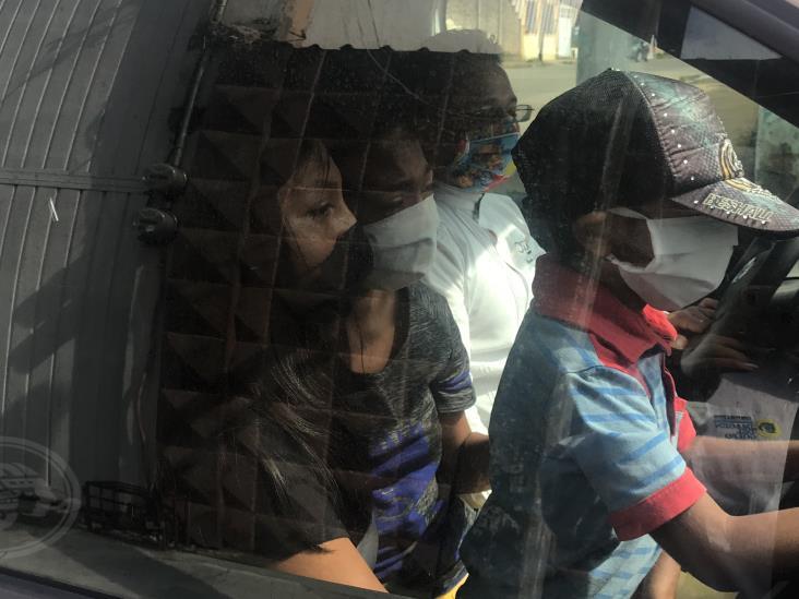 En Acayucan, reclama madre de Toñito regreso de sus hijos