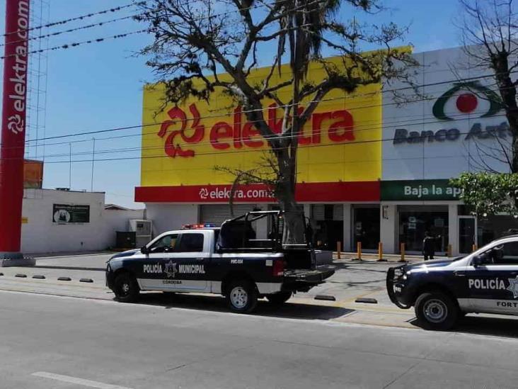 Sujetos armados asaltan Elektra de plaza Shangrila en Córdoba