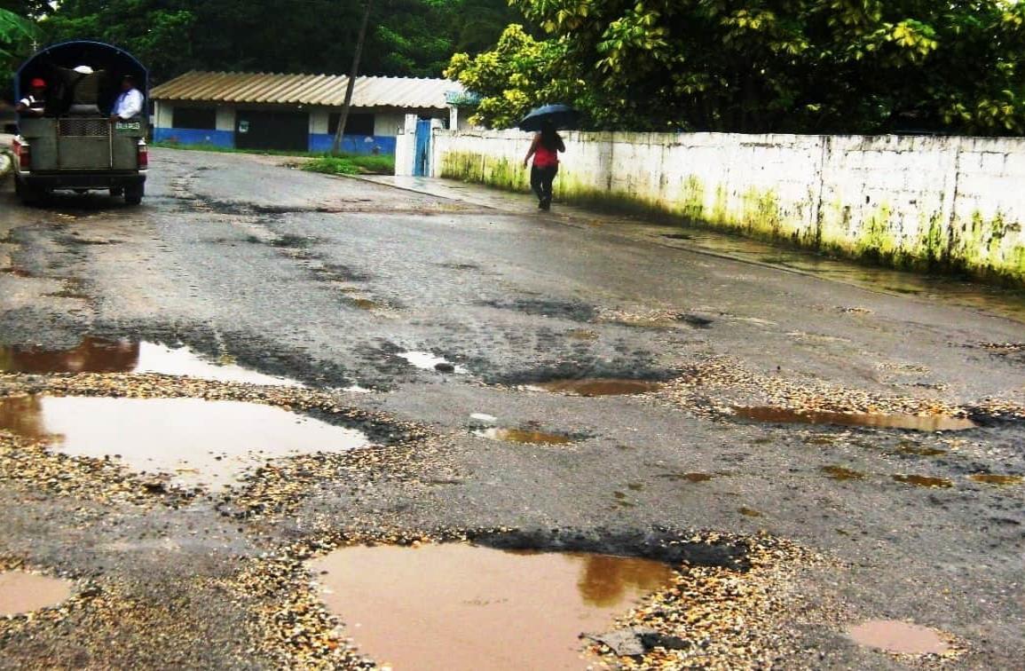 Falta mantenimiento a la carretera Soteapan-Acayucan