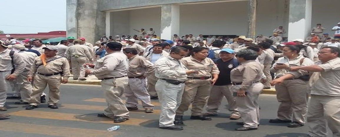 Desplazan a obreros de la sección 11 por petroleros de Tabasco