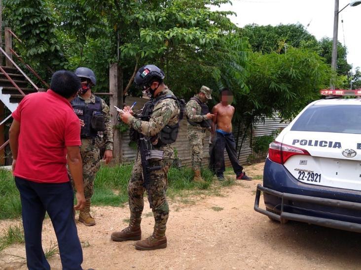 Vecinos atrapan y someten a ladrón en colonia de Acayucan