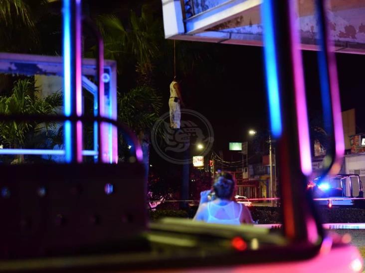 Cuerpo de hombre aparece colgado en distribuidor vial de Coatzacoalcos