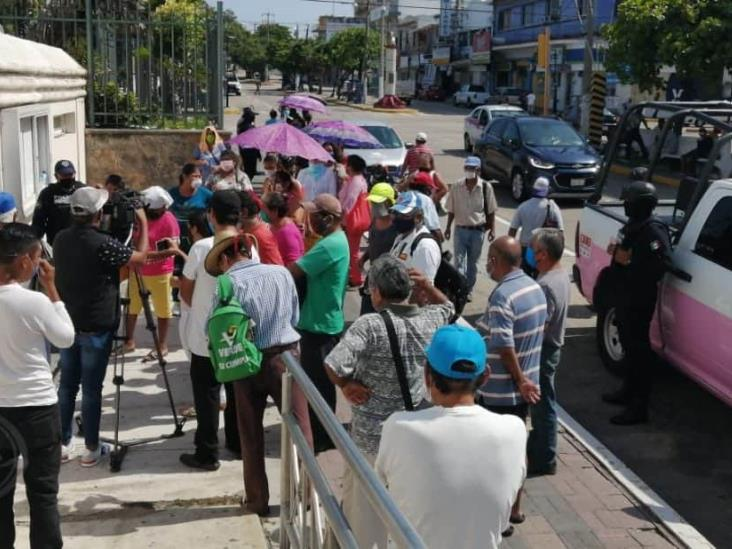 Por no respetar sana distancia, suspenden entrega de despensas en Coatzacoalcos
