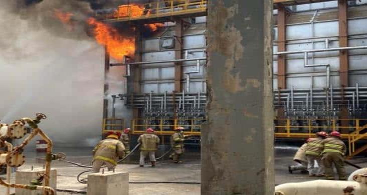 Sismo provoca incendio en refinería de Pemex en Salina Cruz