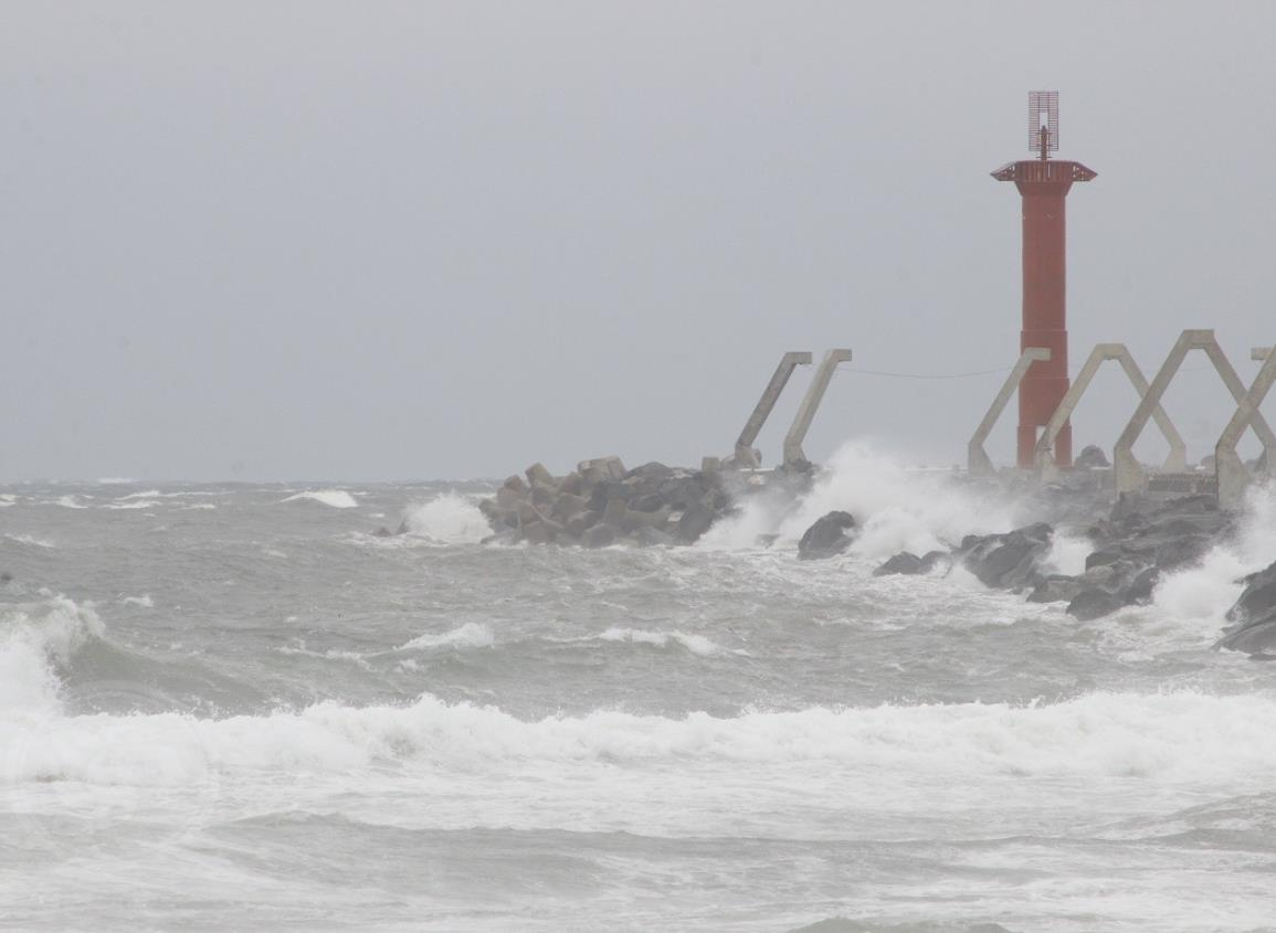 Onda Tropical 7 genera tormentas en el sur de Veracruz