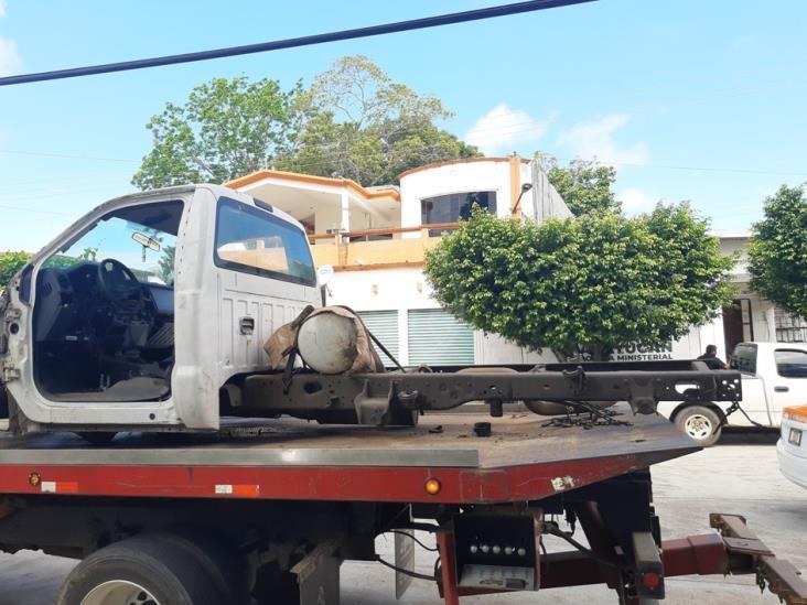 Ministeriales aseguran camioneta desvalijada en Acayucan