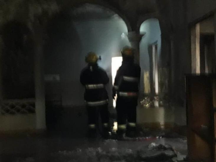 Se registra incendio en vivienda abandona en calles céntricas de Veracruz