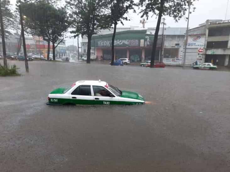 Anegaciones en Xalapa tras fuerte lluvia