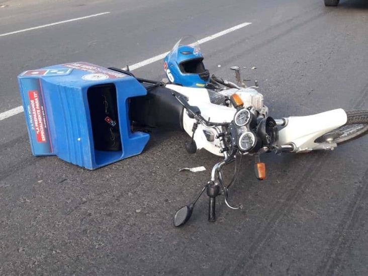Repartidor de pizzas se impacta con vehículo sobre carretera federal Veracruz-Xalapa