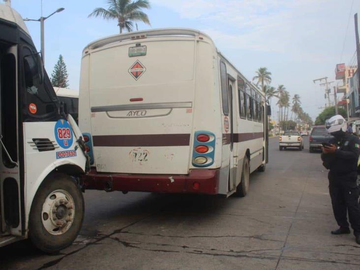 Se registra accidente entre dos camiones urbanos en Veracruz