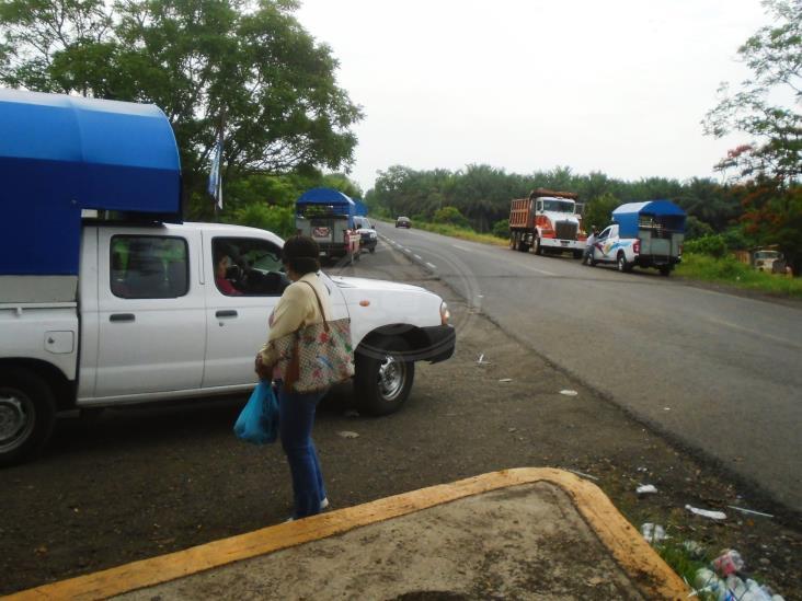 Piden cuotas a taxistas de Cosoleacaque para entrar a Mecayapan