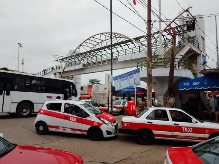 Taxistas cosoleacanecos siguen esperando el apoyo del gobierno