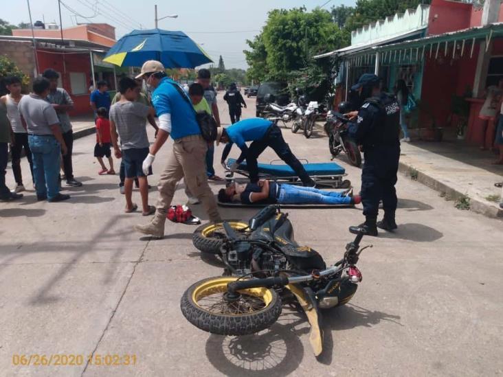 Chocan en Oluta a dos menores de edad en motocicleta