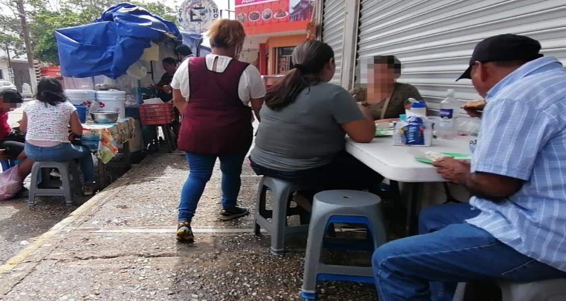 Centro de Coatzacoalcos abarrotado de ambulantaje sin medidas sanitarias