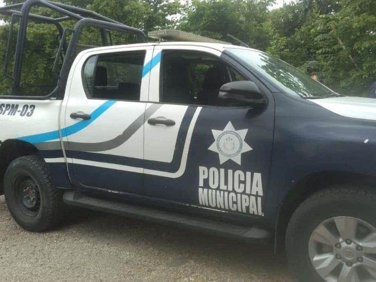 Por no portar identificación, detienen a policías de Texistepec