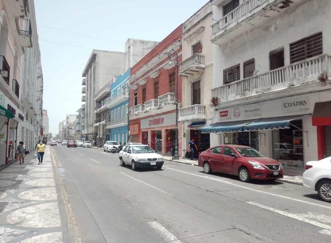 A horas de cambiar a semáforo naranja, abren comercios de Veracruz