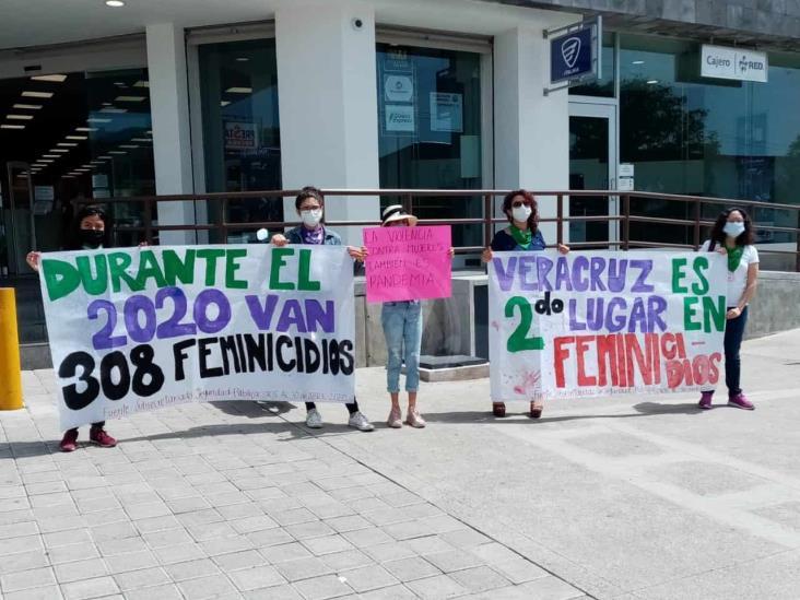 Con sana distancia, feministas en Orizaba se manifiestan contra violencia