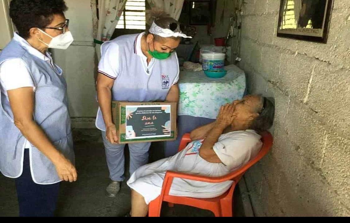 Reparten Vicentinas apoyos económicos por redondeo en Tuxpan