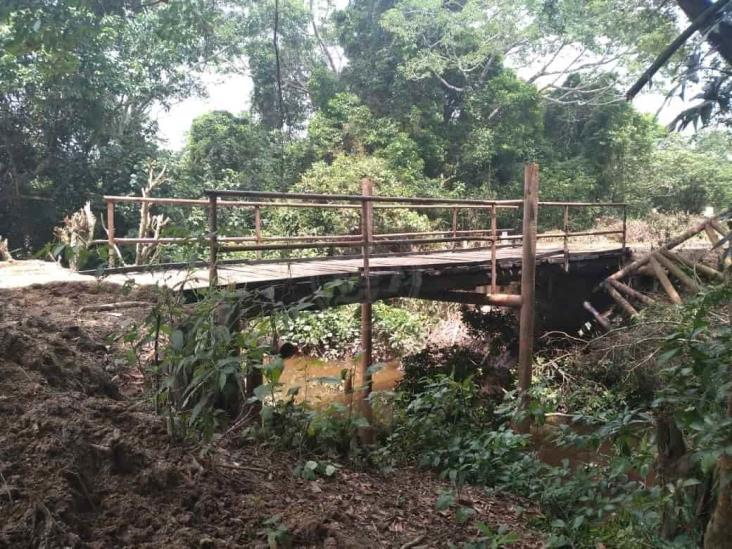 Deteriorados caminos de Las Choapas afectan transporte de hule