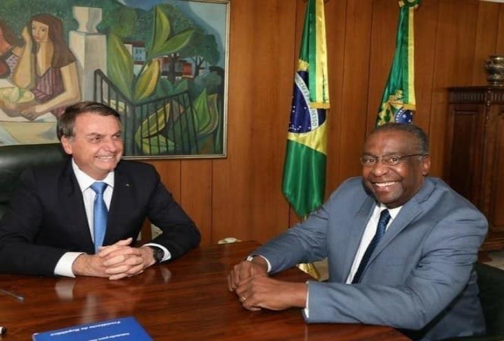 Ministro de Educación de Brasil, acusado de falsificar currículum