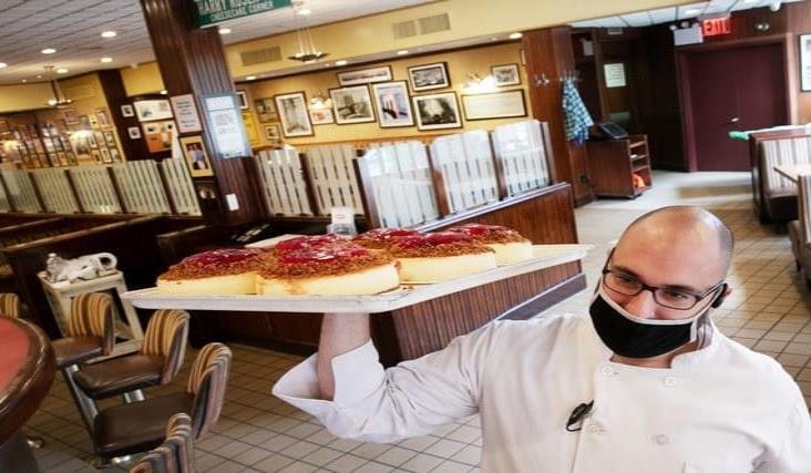 NY posterga comidas dentro de restaurantes para evitar rebrote