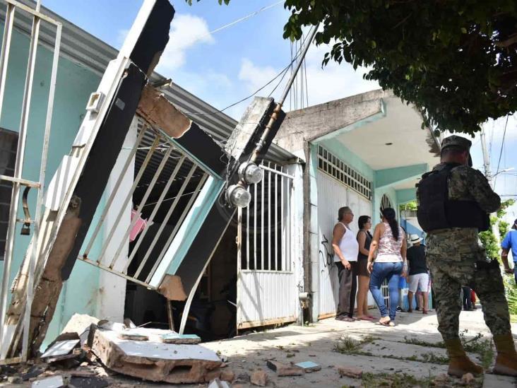 Automovilista derriba fachada de un domicilio en Acayucan