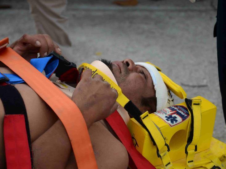 Rescatan brigadistas a hombre en estado de ebriedad tras sufrir una caída