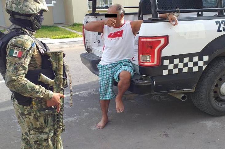 Detienen a sujeto que amenazó a su familia con machete