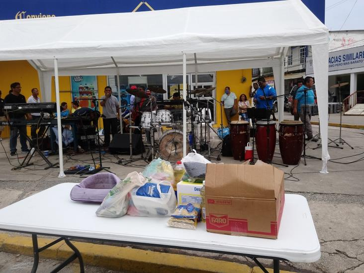 En busca de ingresos, músicos de Las Choapas amenizan la cuarentena