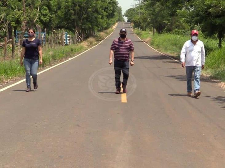 Concluyó asfaltado de la carretera Cerritos – Pajapan