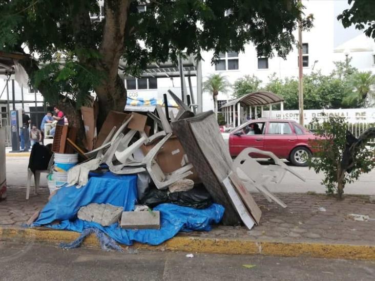 Autoridades no atienden basurero frente a hospital de Coatzacoalcos