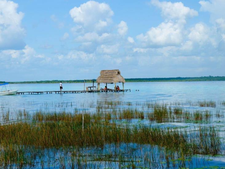 Contaminación provoca que se desvanezcan colores de la Laguna de Bacalar