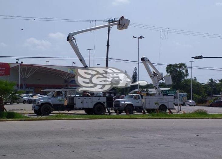 Tormenta provocó cortes de energía eléctrica en Minatitlán