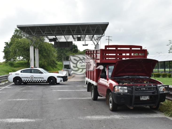 Aseguran camioneta con reporte de robo cerca de caseta de peaje Acayucan