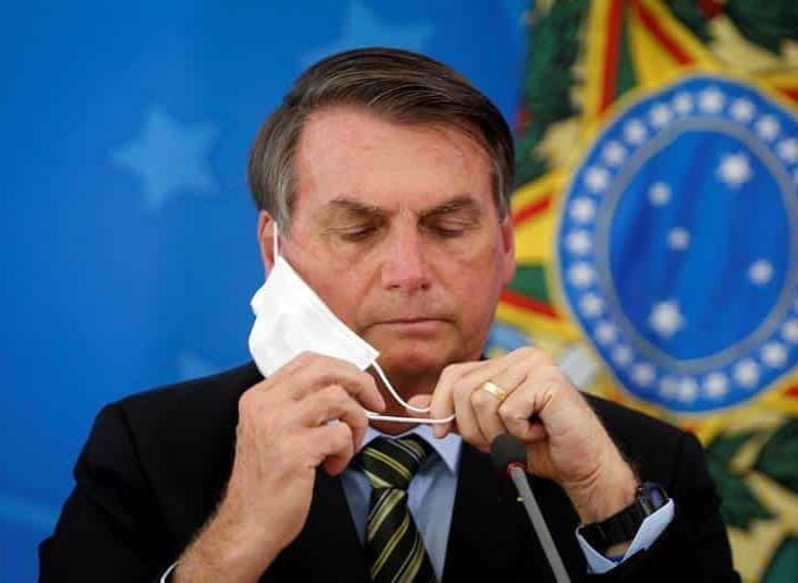 Periodistas presentan demanda contra Bolsonaro por quitarse cubrebocas