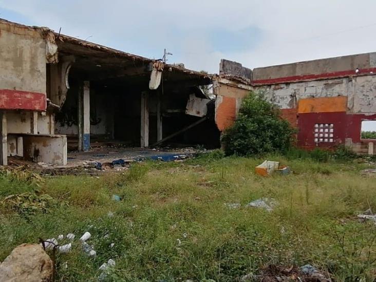 Casas y edificios abandonados, grave peligro en Coatzacoalcos
