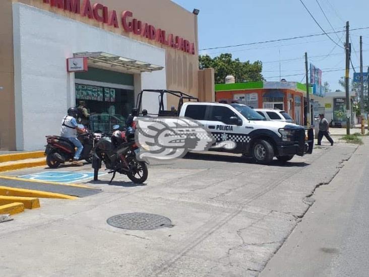 Asaltan con violencia cuatro sujetos, farmacia Guadalajara en Veracruz
