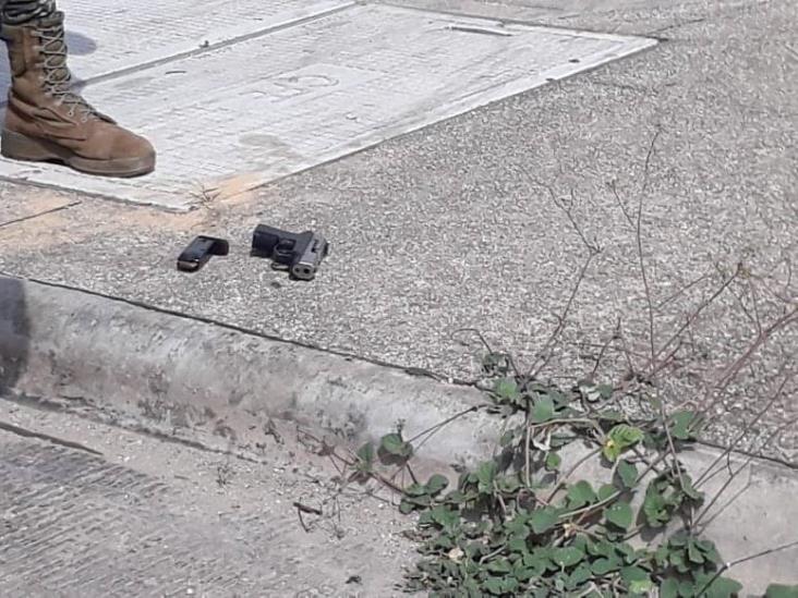 Caen dos hombres armados tras intento de asalto en Acayucan