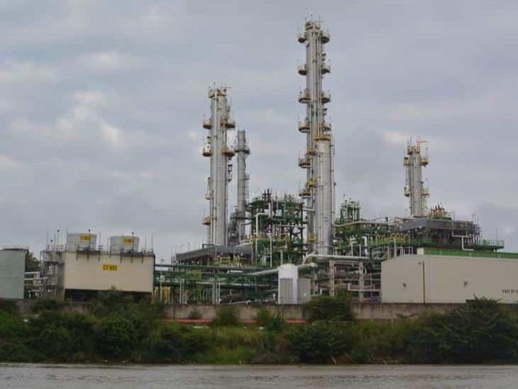 Exhortan a investigar derrame de hidrocarburo en el río Coatzacoalcos