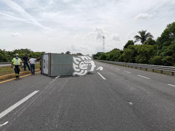 Vuelca camioneta en autopista La Tinaja-Cosoleacaque; un lesionado