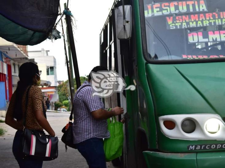 Recomiendan a habitantes de Coatza, usar cubrebocas en transporte público