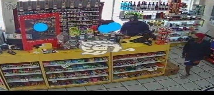 Capturan a dos sujetos que asaltaron tienda de conveniencia en Veracruz