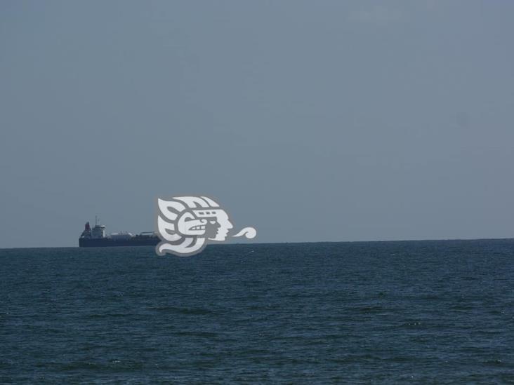 Son 18 buques fondeados en costas de Coatzacoalcos