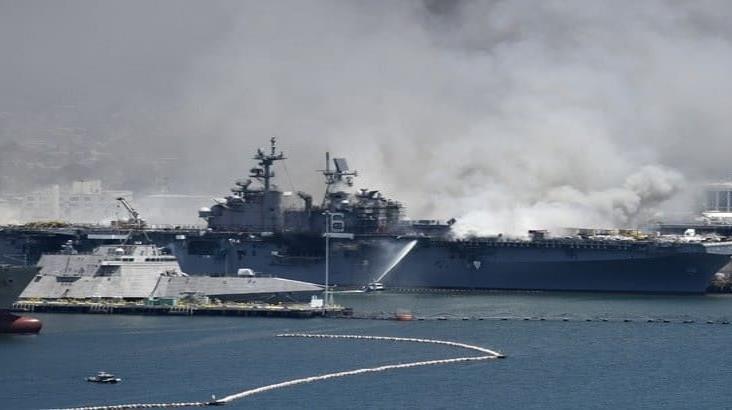 Suman 21 heridos por explosión en buque naval en San Diego