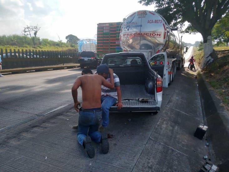 Carambola en autopista Córdoba-Veracruz deja un lesionado y daños materiales