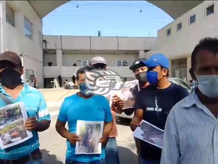 Obreros piden intervención del alcalde de Mina para que constructora les pague
