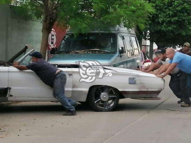 Retiran unidades chatarra de las calles de Cosoleacaque